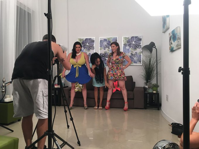 2 pic. Behind the scenes with @laangelinacastro and @neneorganics 👉👉👉 https://t.co/cJqUKCy26b #youtube