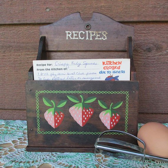 RT @OldShedVintage: ✯» retro box for recipes, jewelry , coupons & more https://t.co/RuTVGY8Ji8 https://t.co/kbDSHLzY66