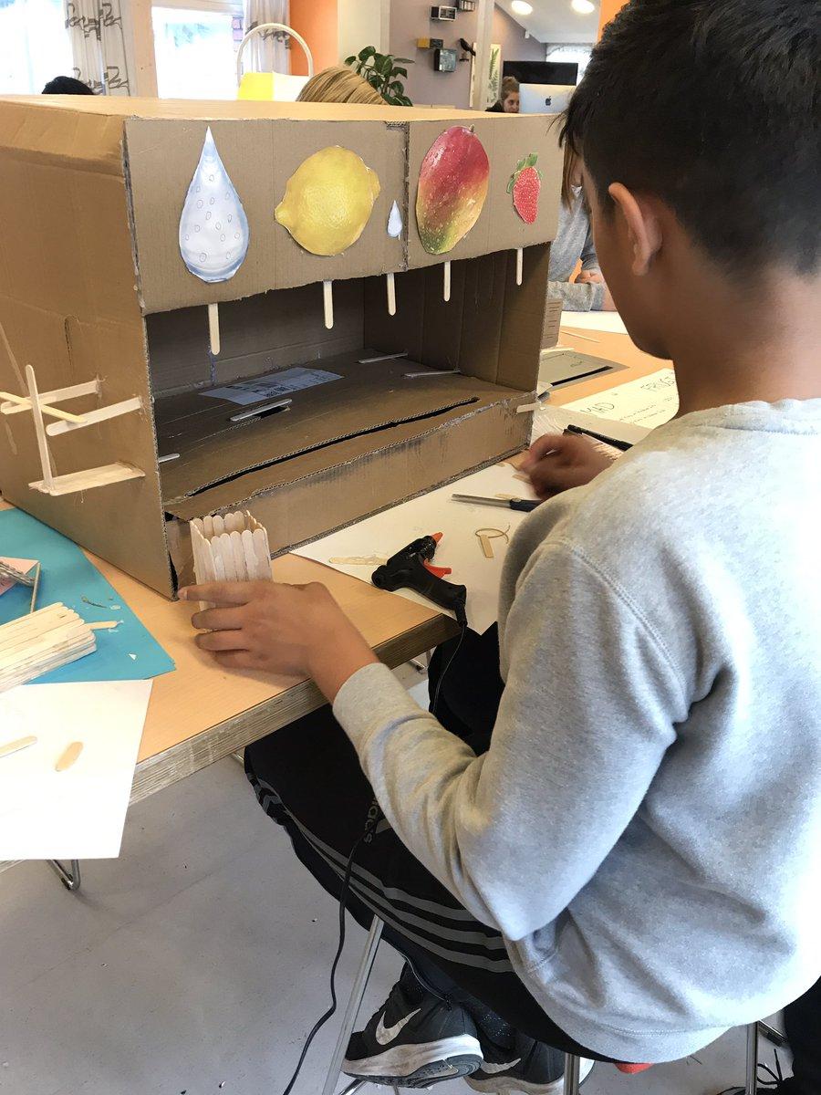 test Twitter Media - Eleverne arbejder på deres proto-typer i valgfaget #teknologiforståelse. De finder på innovative løsninger til egne problemstillinger. Løsninger, som kan gøre deres skoledag bedre, men som de også mener skaber værdi for @digihipsterdk og min skoledag :-) #skolechat #mørkhøjskole https://t.co/bnwnVCYGt8