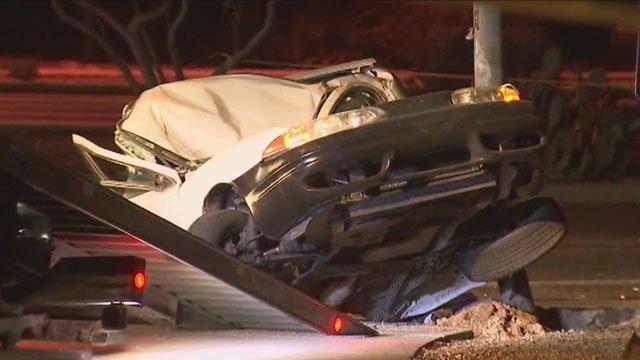 Police: 18-year-old woman killed in north Phoenix crash