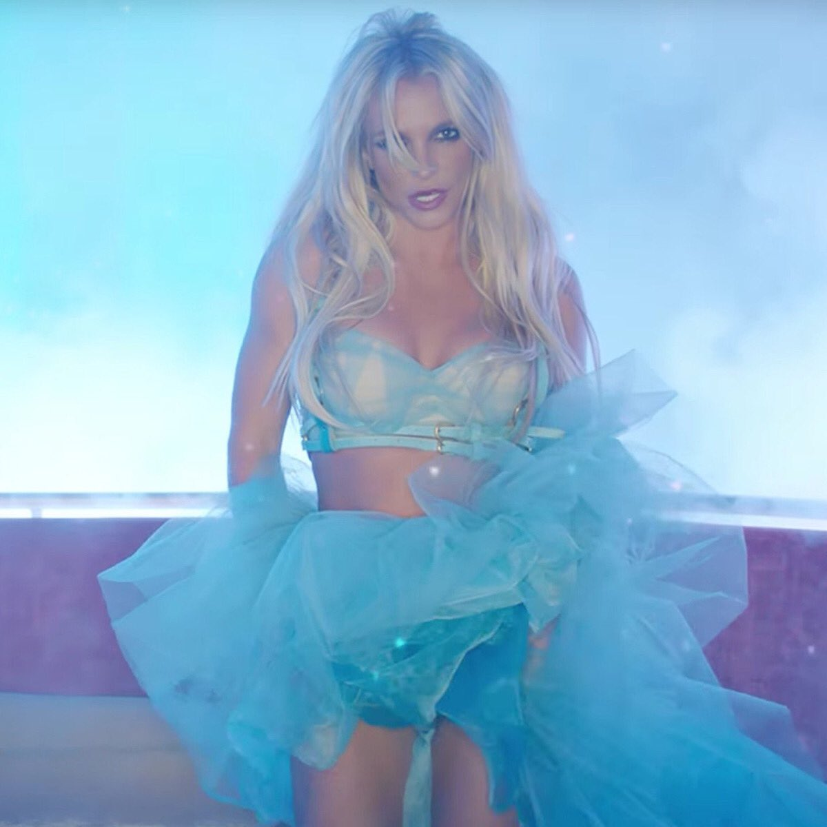 Can't believe it's been a year since the #SlumberParty video was released! This was my favorite scene and outfit!!