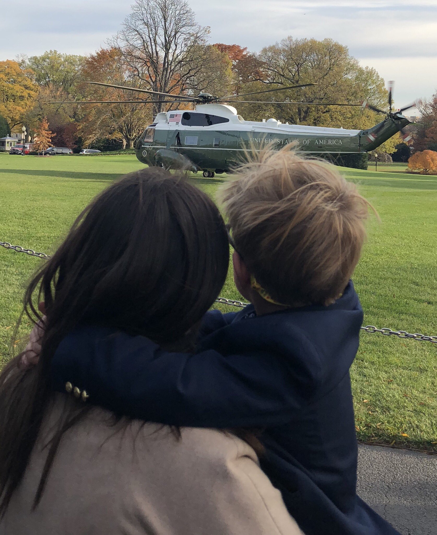 Huck had almost as much fun watching Marine One take off as he did tweeting plane & train emojis from my account https://t.co/fMInc64zQn