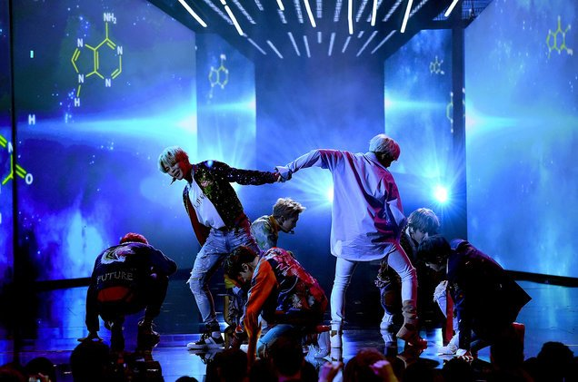 .@BTS_twt and the overwhelming fan response you didn't see on camera at the #AMAs