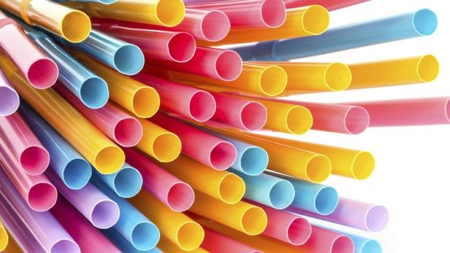 How many holes does a straw have? Question drives fierce debate on social media