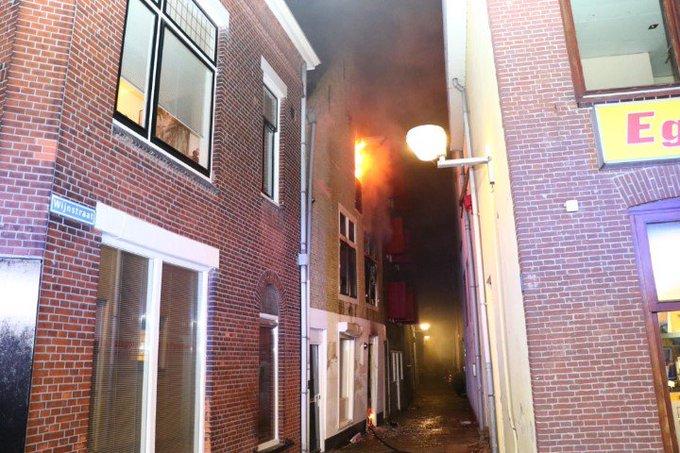 Zeer Grote Brand in binnenstad Vlaardingen https://t.co/ImkF3YBXCO https://t.co/tqQ41YhxKh
