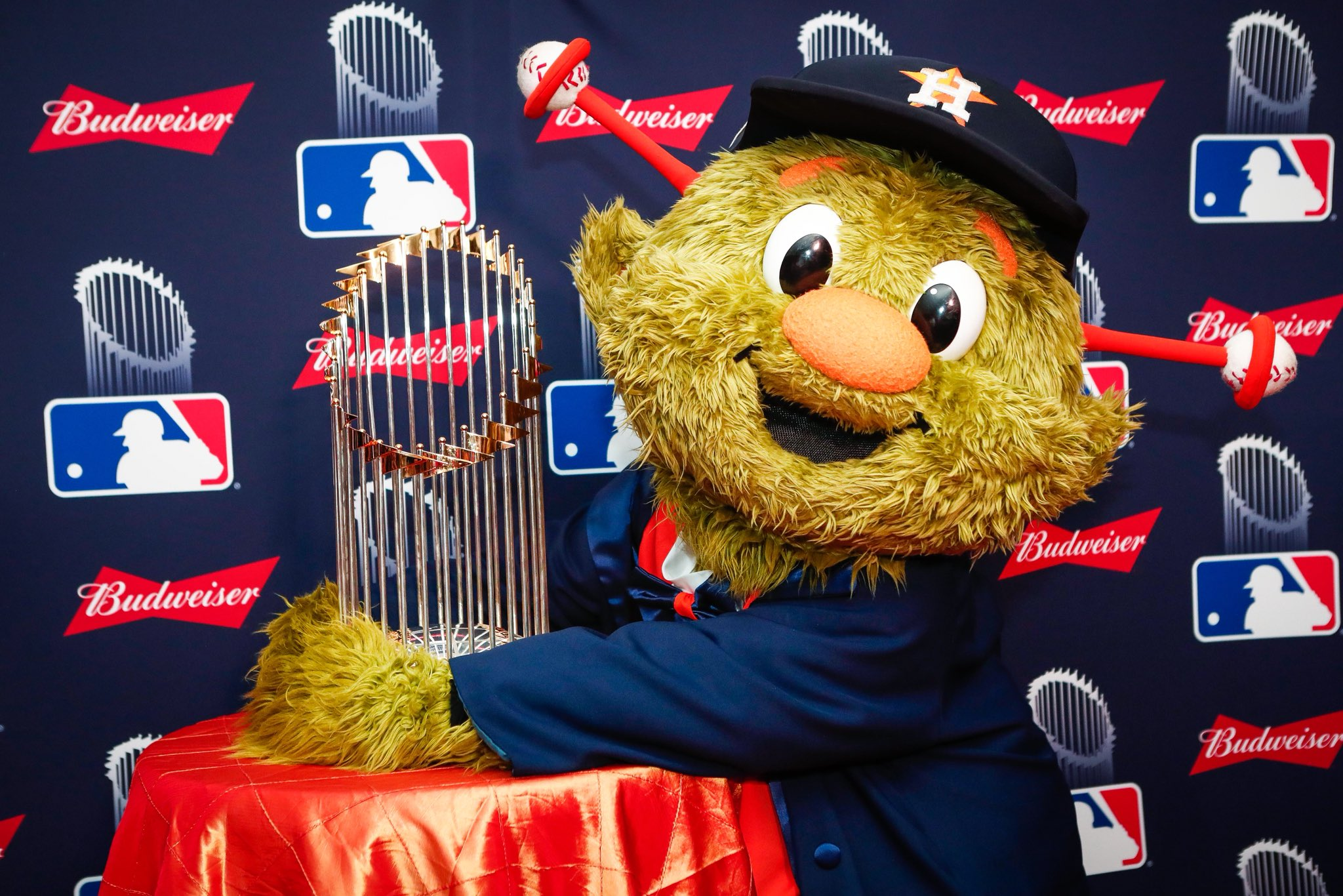 Never let go, @OrbitAstros. �� https://t.co/AeRI4YydVS