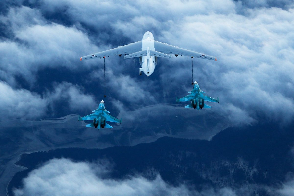 RT @UAC_Russia_eng: Fantastic view of IL-78M and two Su-34 aircraft, pic by Aleksandr  ...