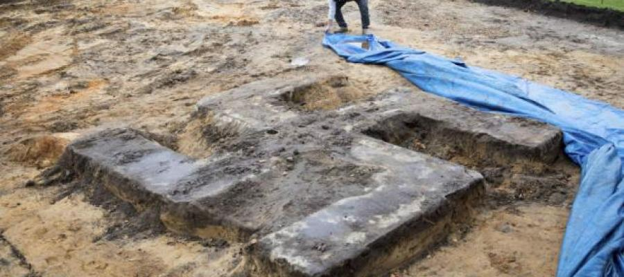 Descubren una gran esvástica de piedra en un campo deportivo de Hamburgo https://t.co/jjeRHeYOkP https://t.co/HWGfwlkMhh
