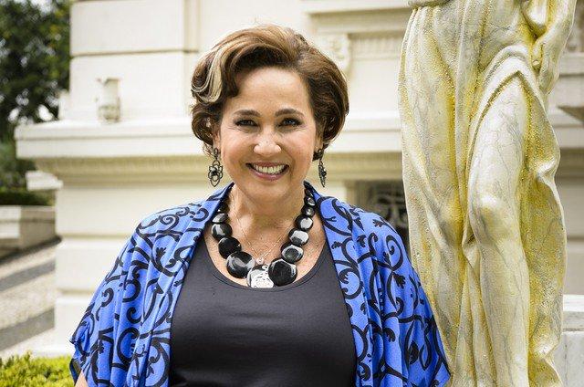 Claudia Jimenez. Foto do site da Patrícia Kogut que mostra Claudia Jimenez voltará a interpretar Edileuza no filme 'Sai de baixo'