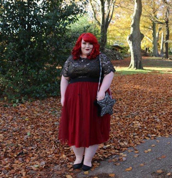 test Twitter Media - Lady in red 📸 @GeorginaGrogan_ Shop Georgina's look:  Top: AW17/04/TP60 Skirt: AW17/04/SK19  #MyElviStyle https://t.co/5LSN0L4WDZ