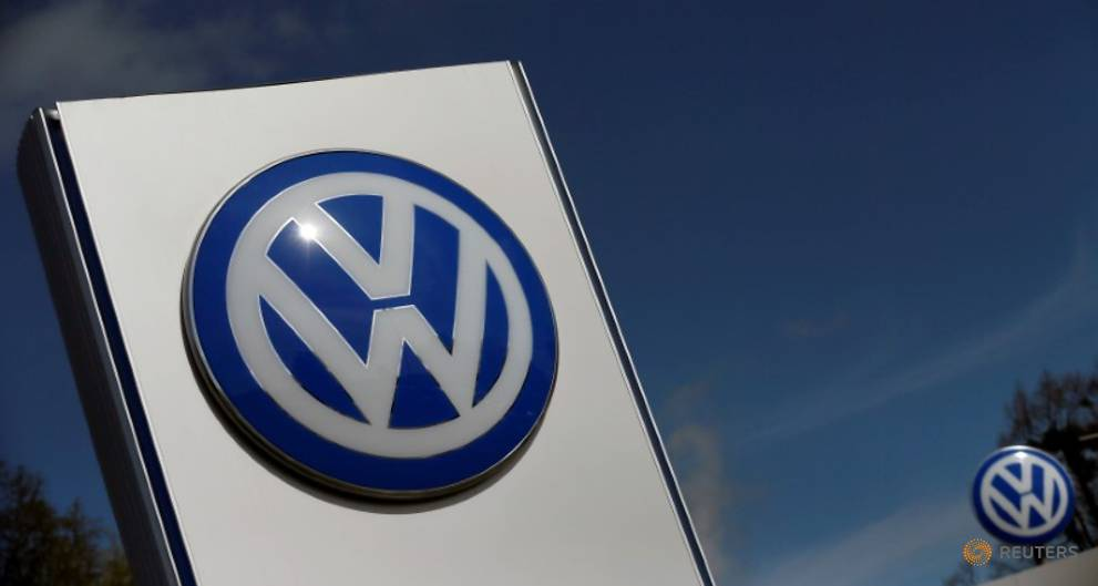 Lower Saxony's new government says will keep VW stake