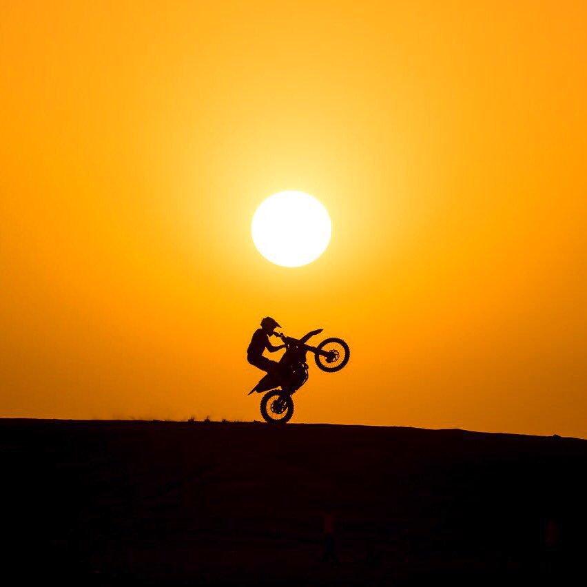RT @RedBullUK: #WheelieWednesday 👌 🏍 @SunderSam https://t.co/jWcNsRoghb