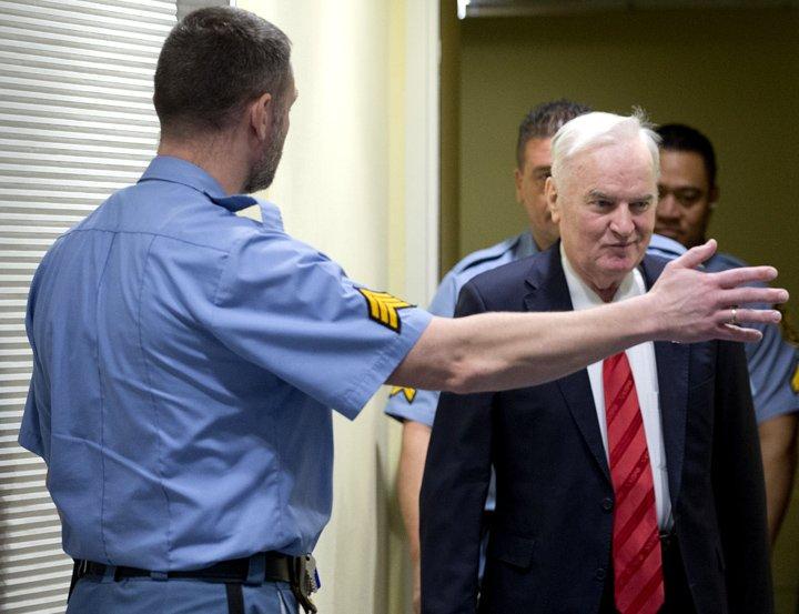 @BroadcastImagem: Ratko Mladi, general servo-bósnio, pega prisão perpétua por genocídio e crimes de guerra. Peter Dejong/AP