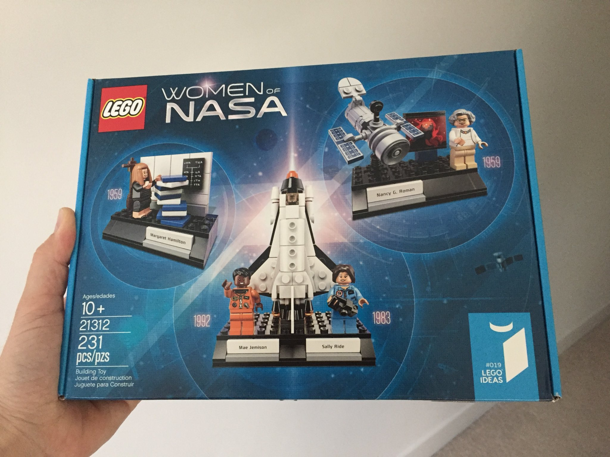 So, hey, LEGO sent me a thing... ゚ムᄅ゚マᄐ¬タペメᄏ゚ムᄅ゚マᄒ¬タペレタ゚ムᄅ゚マᄏ¬タペレタ゚ムᄅ゚マᄏ¬タペマᆱ #LEGOWomenofNASA ゚レタ https://t.co/CNopoQcq3c