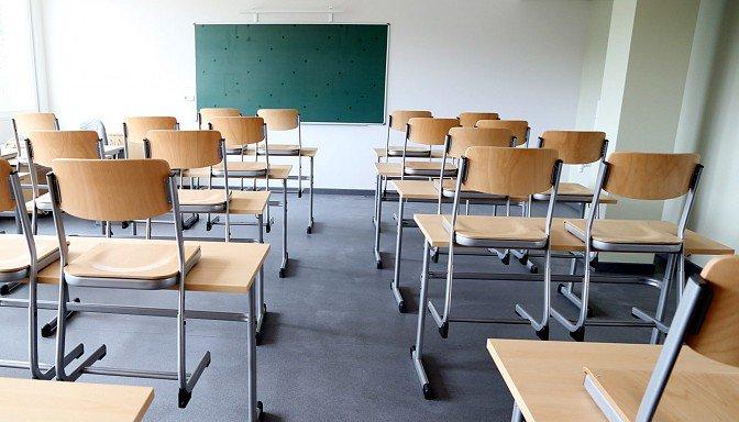 vairums iedzīvotāju atbalsta to, ka vidējai izglītībai Latvijā ir jābūt obligātai