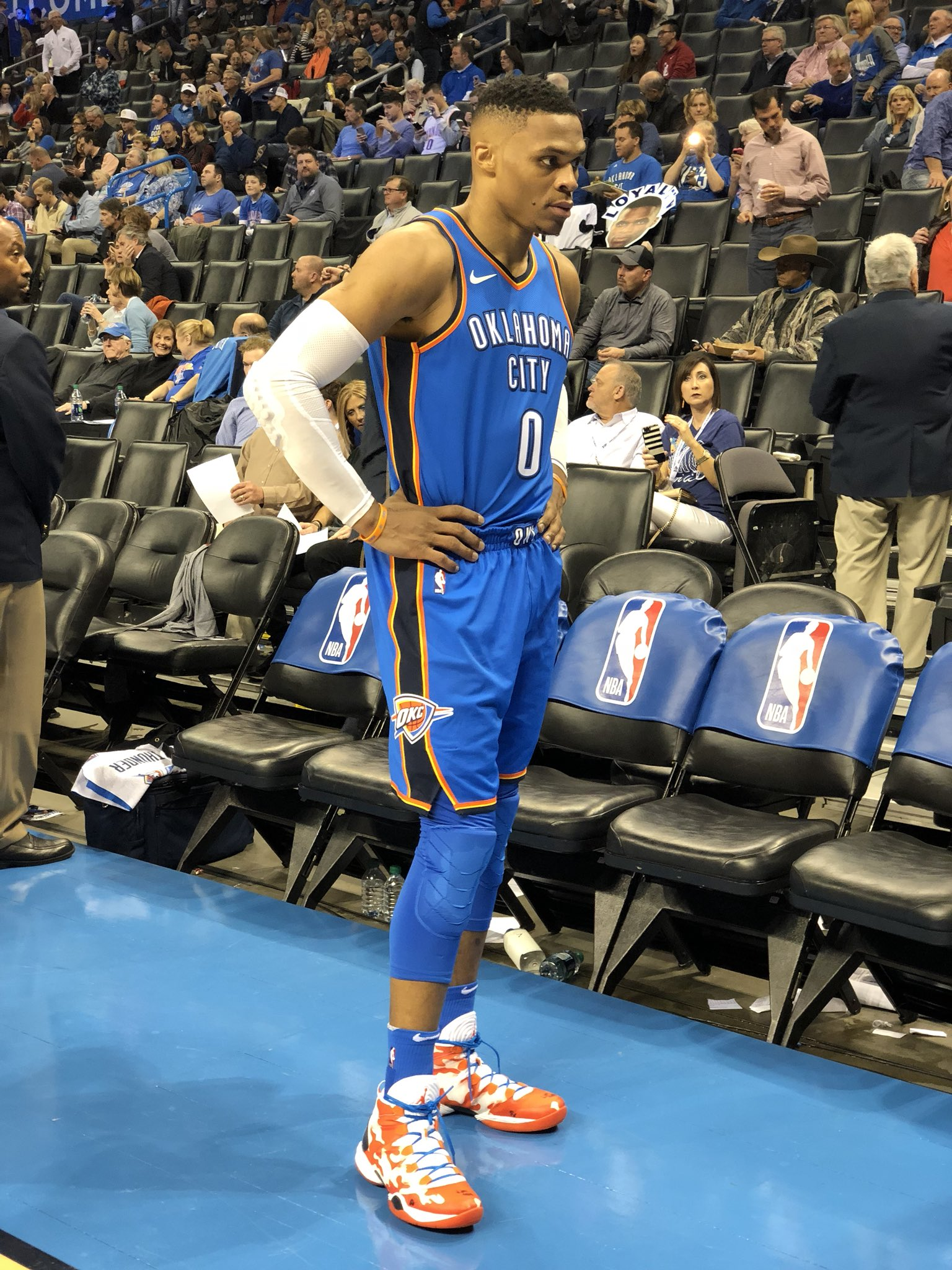 20 points 7 rebounds  6 assists  at the half.  #ThunderUp https://t.co/oA3mUC0nB2