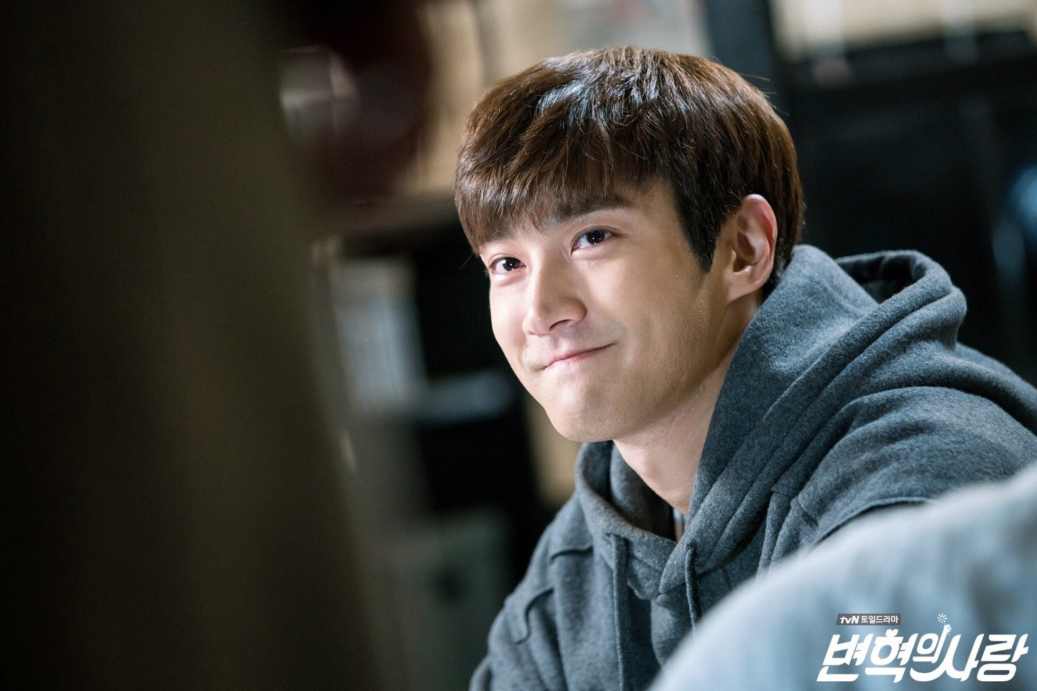 [HD PIC] 171123 CJnDrama Twitter Update - Actor Siwon showing his cutest smile ever! https://t.co/uv1mRsGF1k
