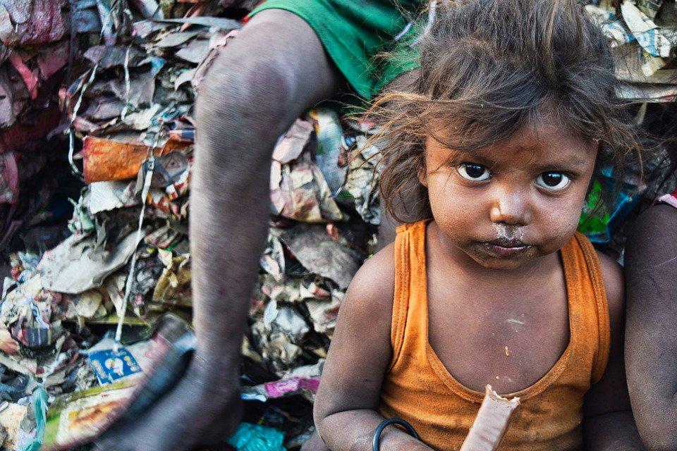 En muchos países en desarrollo, la prevalencia de la defecación abierta expone a la población a muchas enfermedades. En India, 569 millones de habitantes defecan al aire libre. https://t.co/tZLRQOiAV8