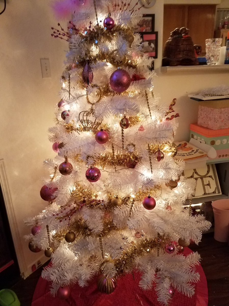 Its beginning to look a lot like Christmas....#pinkchristmas X5Ksl0voQu