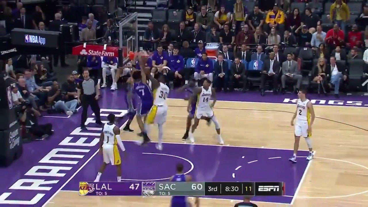 Randle block ➡️Skal dunk!  ��: ESPN https://t.co/SZvzNk3OjZ