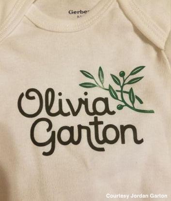 Couple that loves Olive Garden to name their daughter Olivia Garton. https://t.co/EXSDMWL4oZ https://t.co/NJySaO4vA5