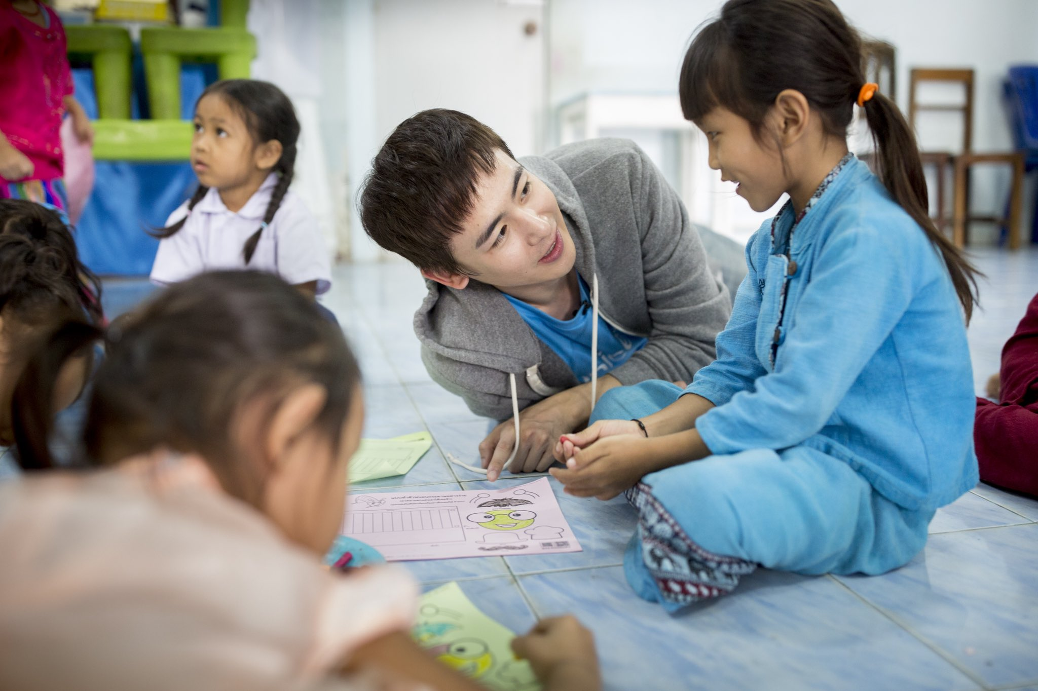 With me and @UNICEF_Thailand we all can make a difference by giving children in need an opportunity they deserve. https://t.co/6vrSSk1fwi