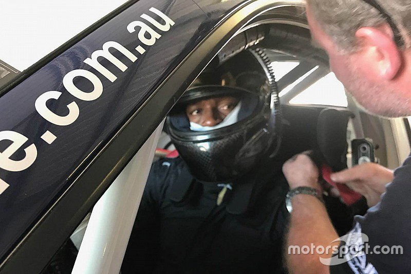 Usain Bolt completes Porsche Carrera Cup test:  https://t.co/47pqqFqki3 https://t.co/TElxhIqkqR