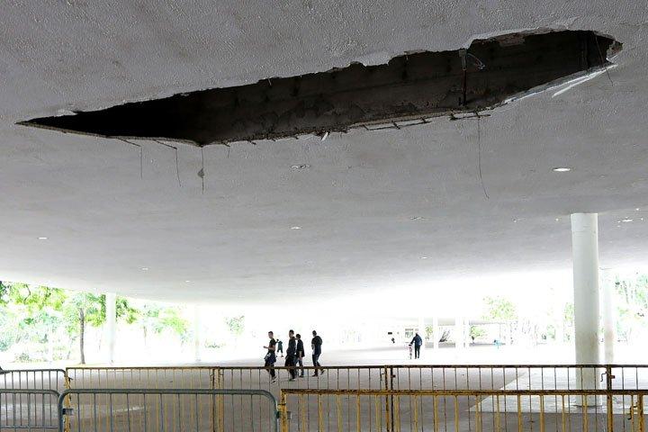 @BroadcastImagem: Parte do teto da marquise do Parque Ibirapuera desaba em SP. Hélvio Romero/Estadão