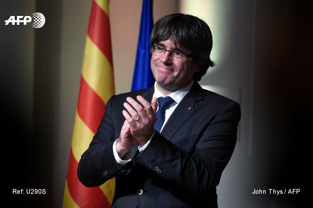 """El partido de Puigdemont deja de lado la secesión """"unilateral"""" de Cataluña"""