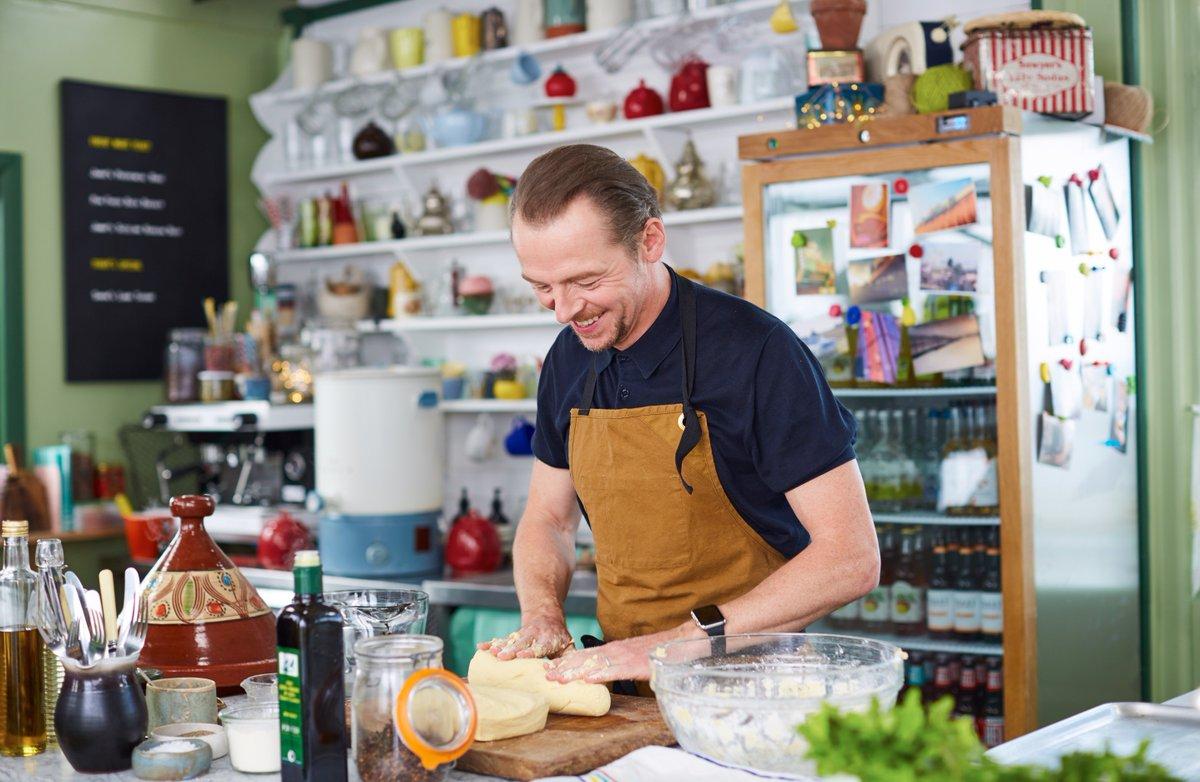 Simon Pegg making flatbreads... Shaun of the Bread, anyone? #FridayNightFeast https://t.co/gJgHLPVEjG