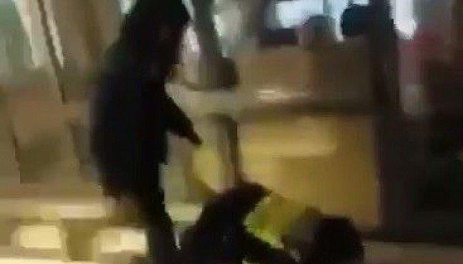 Pusaudzis alkohola reibumā Rīgas skolā nežēlīgi piekāvis cienījama vecuma policistu