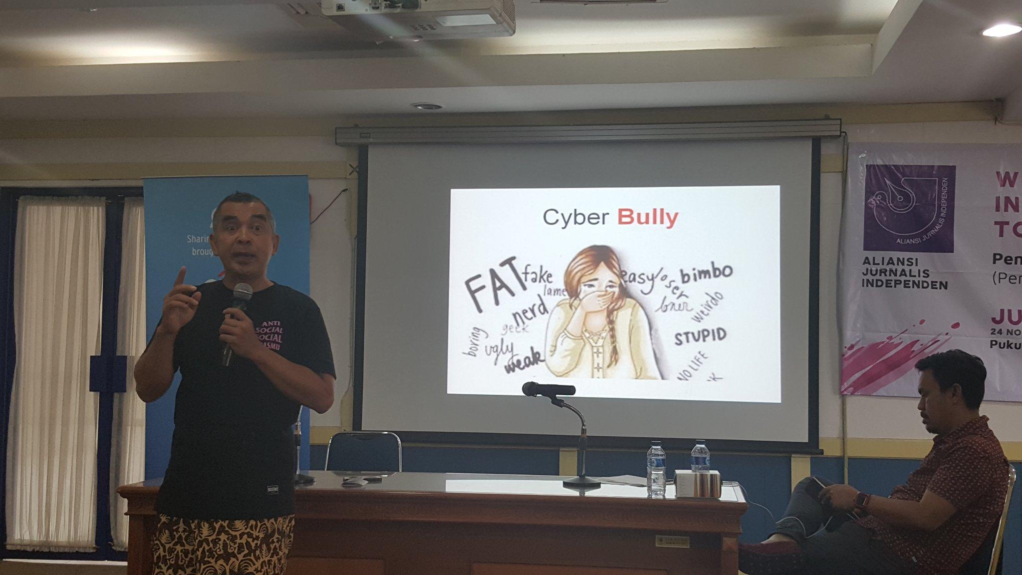 Salah satu bahaya internet bagi anak-anak: cyber bully #FesMed2017 https://t.co/GGkCfnDDQi