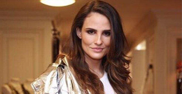 Fernanda Tavares. Foto do site da Caras Brasil que mostra Fernanda Tavares surge com novo corte de cabelo. Veja a mudança