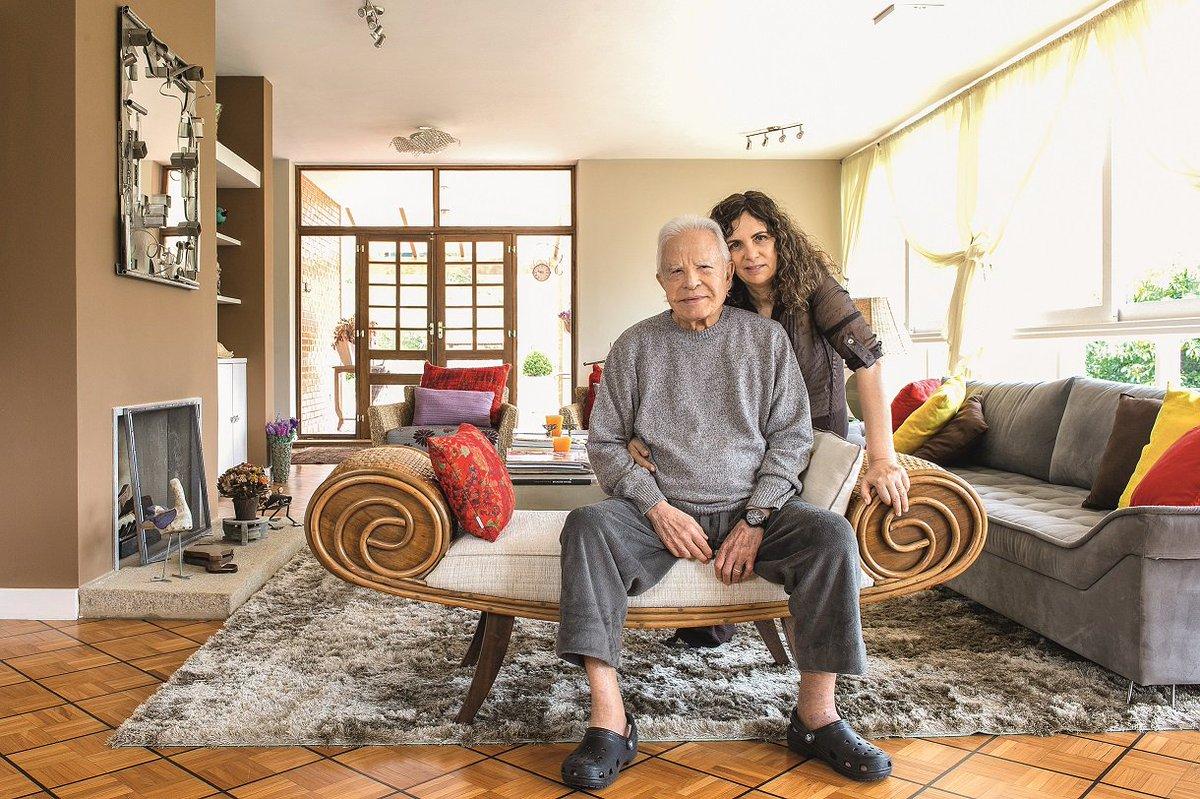Cid Moreira. Foto do site da Caras Brasil que mostra Vem conhecer o cantinho de Cid Moreira no Rio de Janeiro