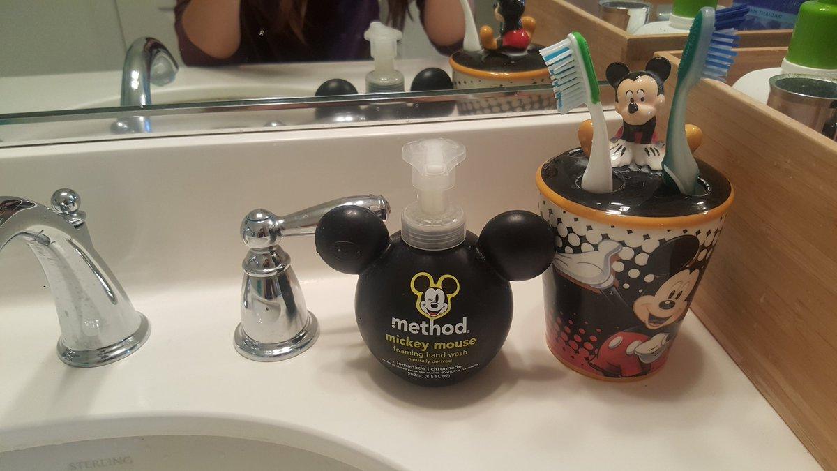 내 욕실에도 애들 욕실에도 Micky  Micky&Yuchun is everywhere in my home   #박유천  #평생박유천팬 https://t.co/jPffLBku3w