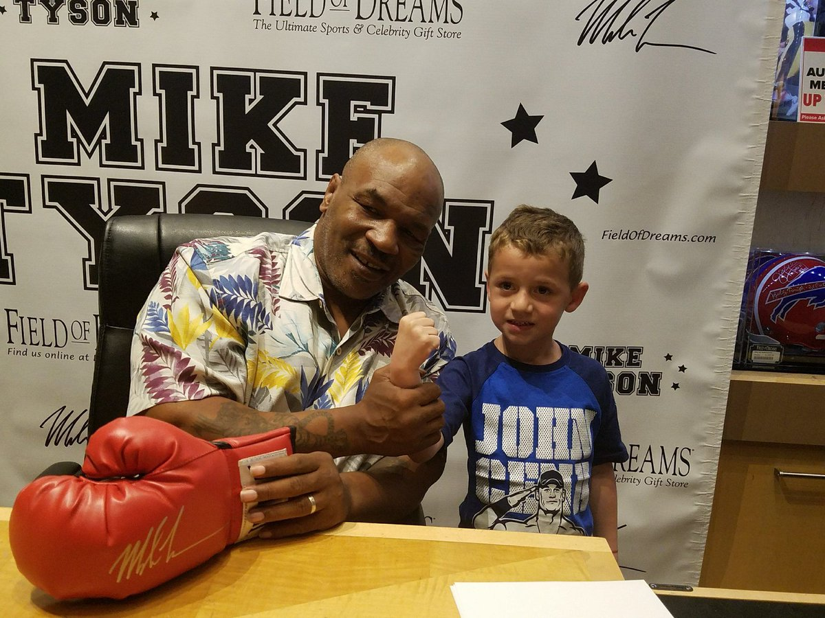 Meet TODAY and get autographs in #LasVegas at @TristarVegas and @FODCaesars! Info: https://t.co/5Nk70P0Jv2 https://t.co/MTJmhkbJuB