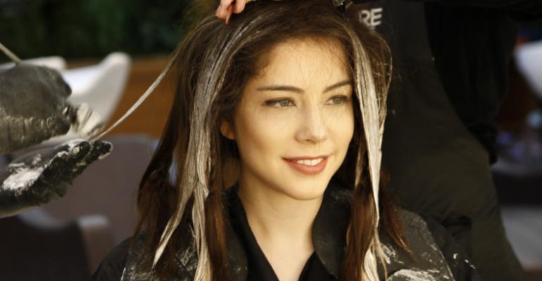 Bia Arantes. Foto do site da Caras Brasil que mostra Bia Arantes passa por transformação para nova fase de sua personagem em 'Carinha de Anjo'