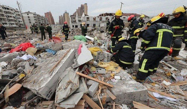 Blast rocks Chinese megaport city, two dead
