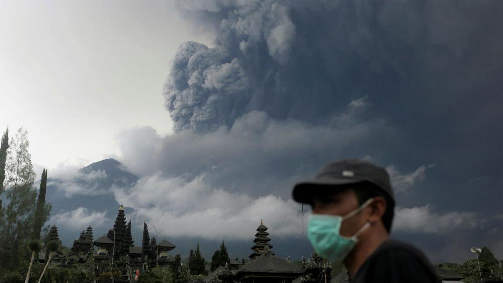 Travel warnings raised as Bali volcano erupts