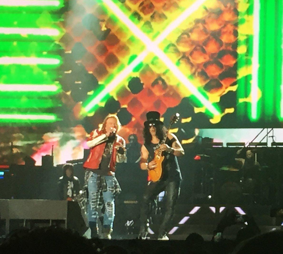Wow.. Outstanding performance last night! at LA Forum. cQG9Yzt06i