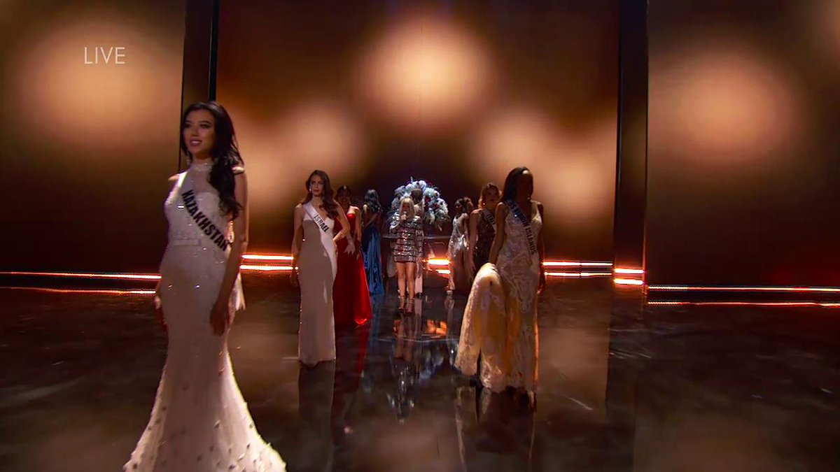 RT @MissUniverse: The evening gown competition is looking G-L-A-M-O-R-O-U-S thanks to @Fergie. #MissUniverse https://t.co/0wmO2NlSmb