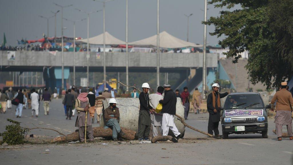 Pakistan's law minister resigns amid Islamist anti-blasphemy protests