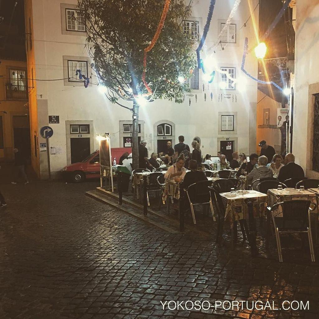 test ツイッターメディア - 夜のアルファマ地区のレストラン。雰囲気抜群です。 #リスボン #ポルトガル https://t.co/ButPt763N7