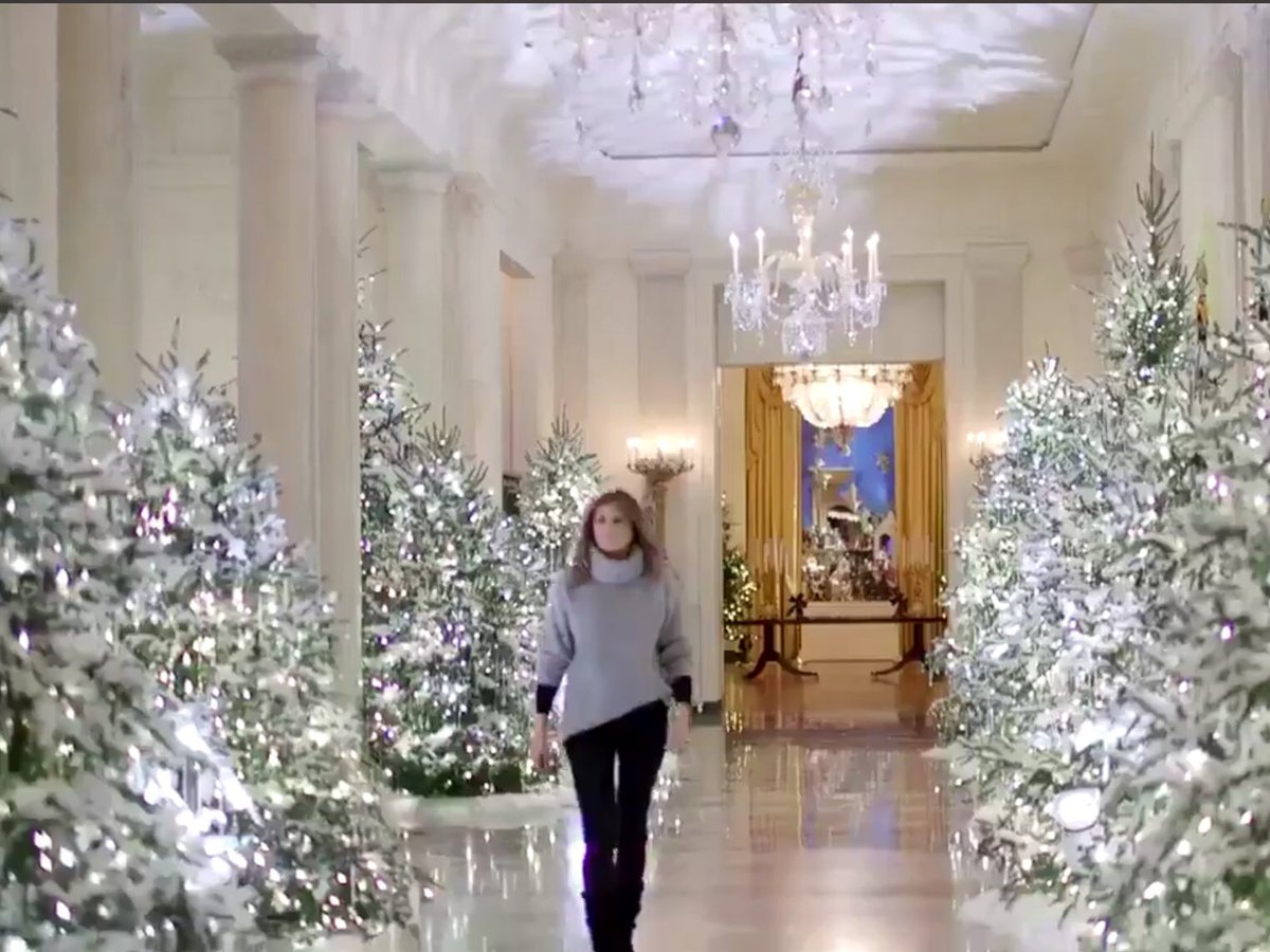 Of course - jerks decorated with ALL WHITE.  #WhiteChristmas #ugh https://t.co/kPH0dZpdgL