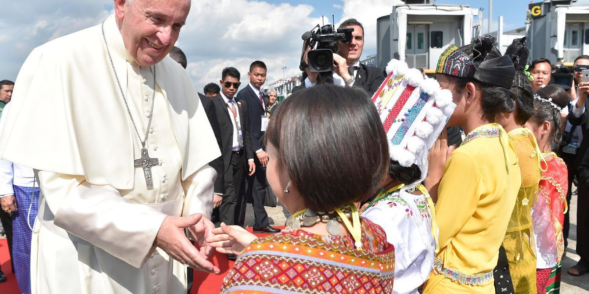 Pope dives into Rohingya crisis upon arrival in Myanmar