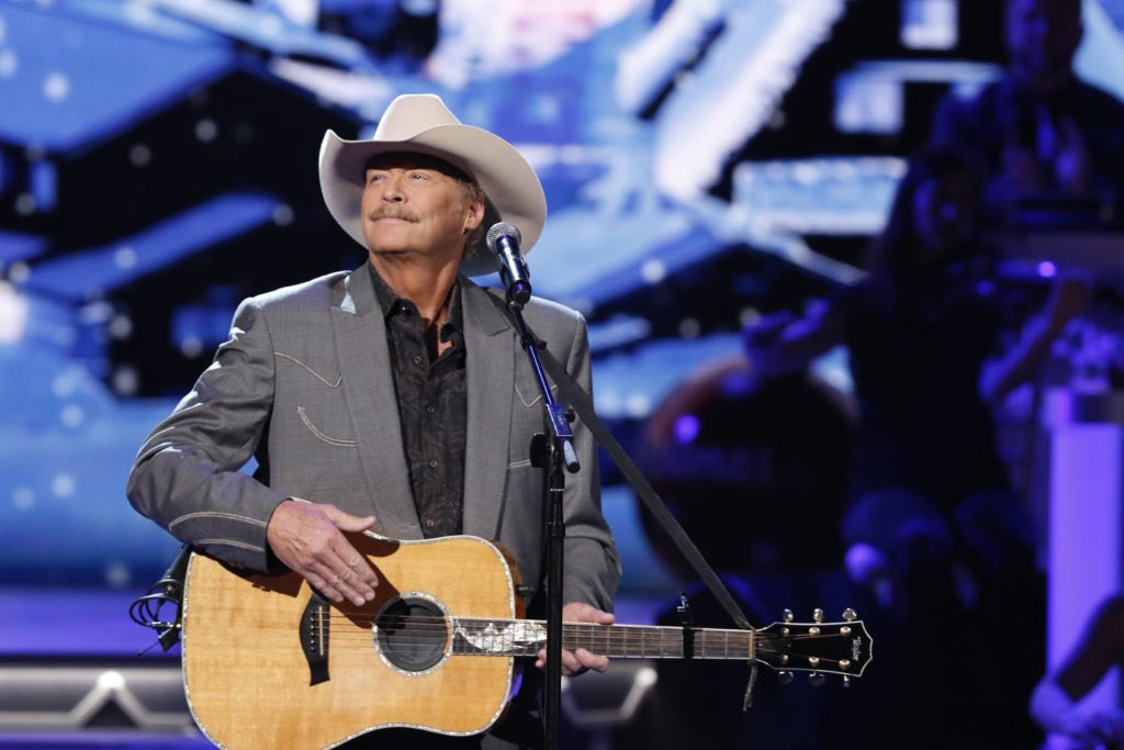 RT @ABCNetwork: Hanging a shining star upon the highest bough with @OfficialJackson on this #CMAchristmas. 🌟 https://t.co/cUvtBPsA8C