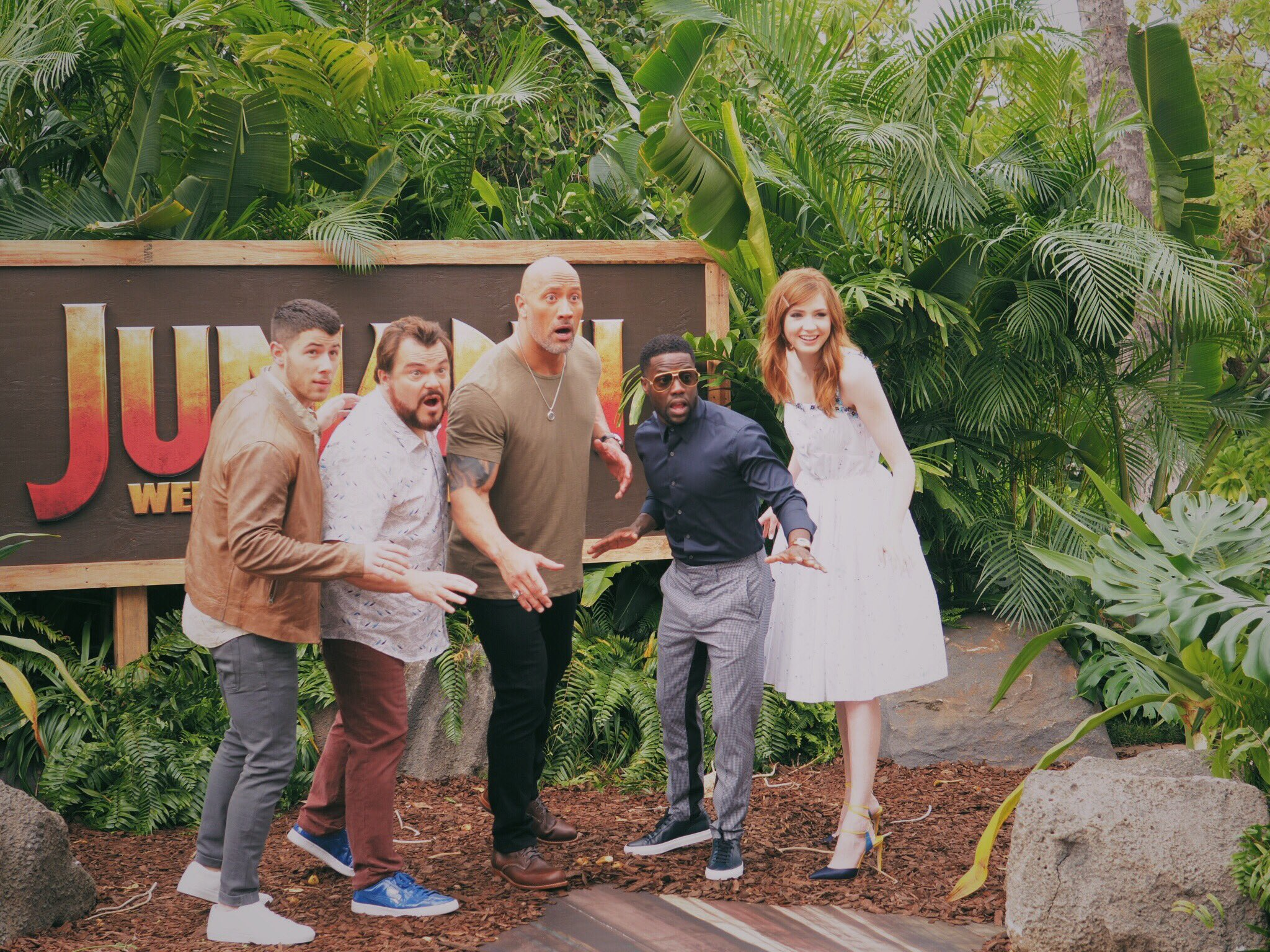 Welcome to the jungle! #JUMANJI press junket in Hawaii STARTS NOW! ���� https://t.co/31GxE5qGtI