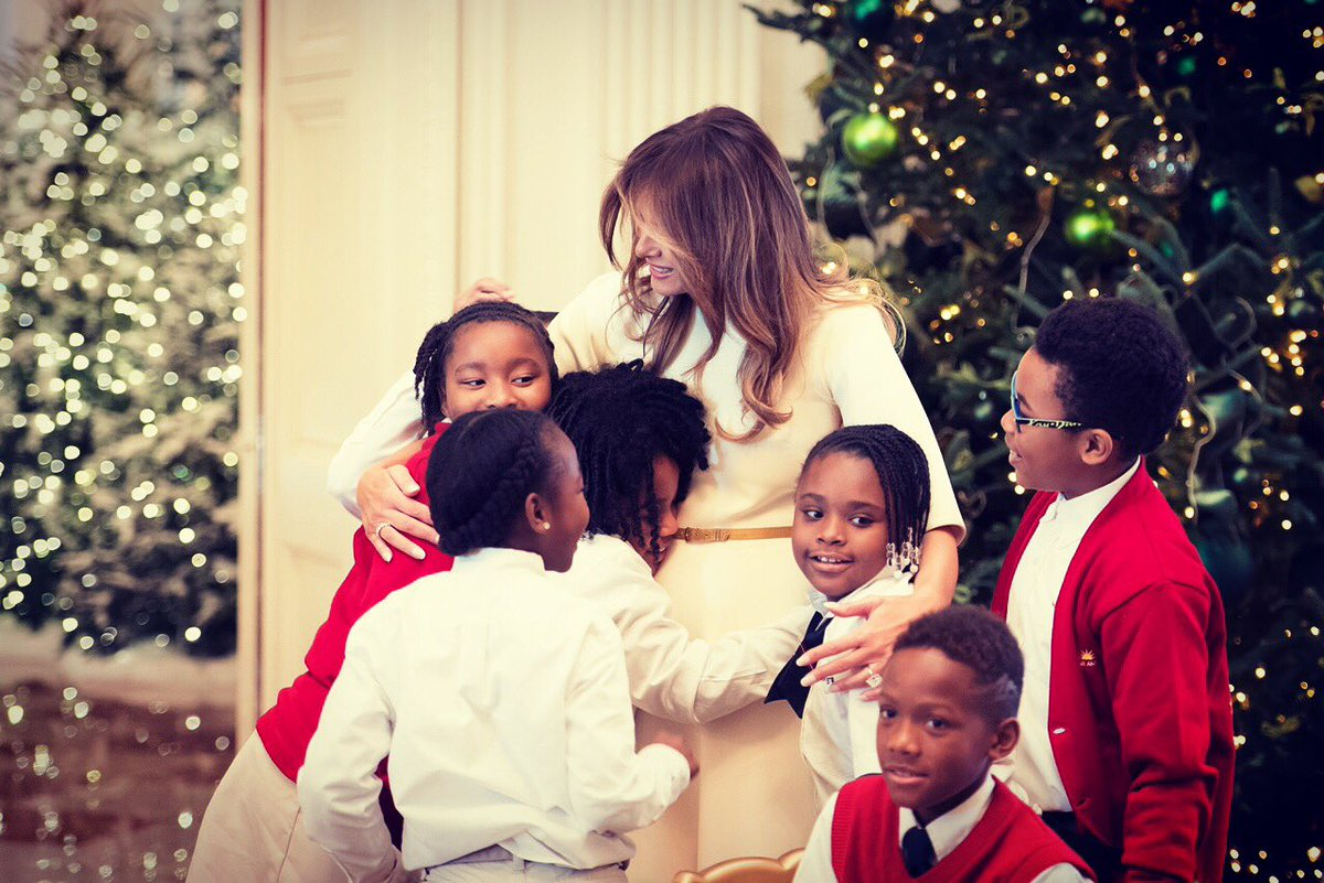 RT @FLOTUS: Had a wonderful visit from @JBA_NAFW children today at the @whitehouse! #WhiteHouseChristmas https://t.co/Hnw758zHzL