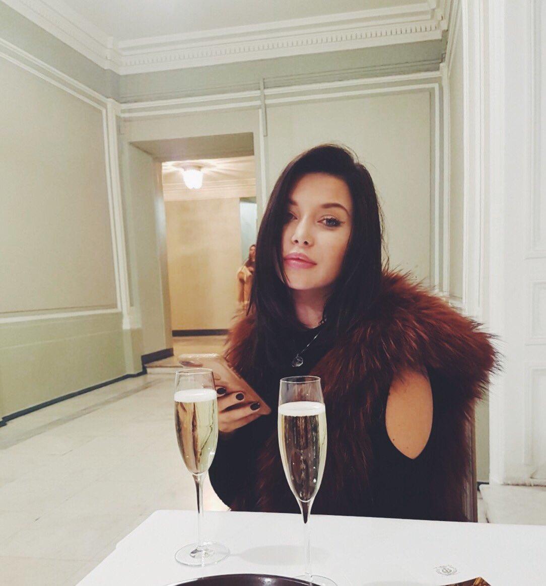 Ballet et champagne 👌 YpCG6KCXjl