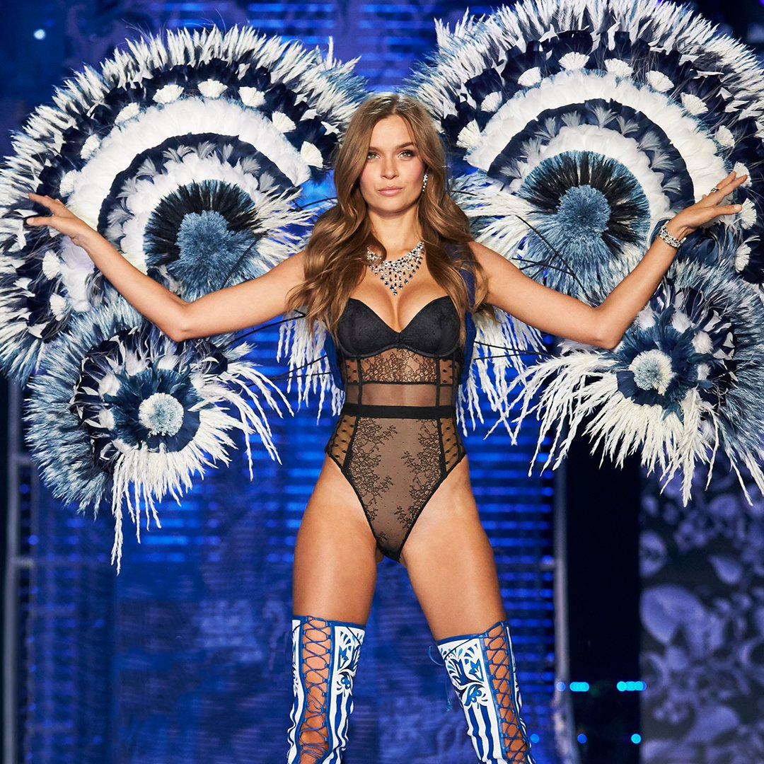 #VSFashionShow Fact: @JosephinSkriver's wings are made of 20K feathers & took over 3 months to complete! https://t.co/cpoqddJ0KZ